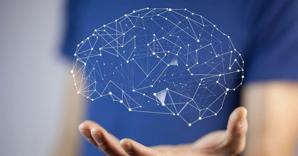 grafische tekening van hersenen omhoog gehouden door hand