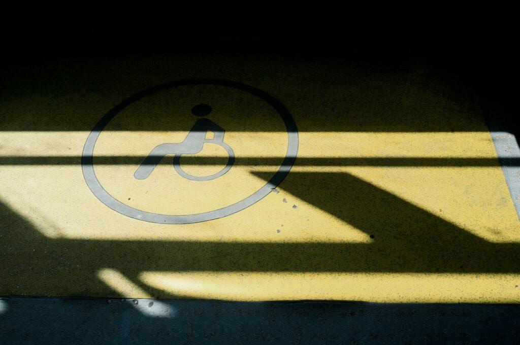 parkeerplaats met rolstoelmarkering