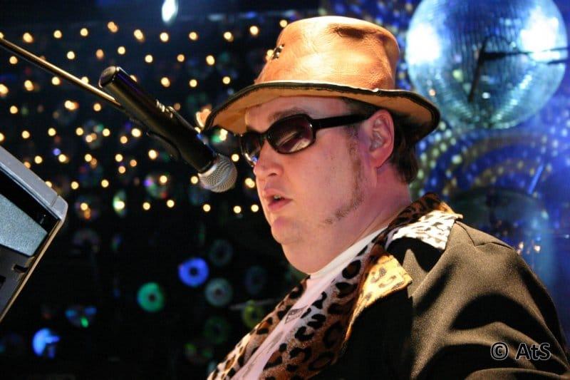 Ed met hoed op het podium