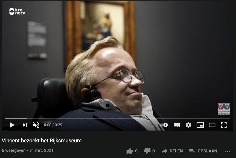 Screenshot van Youtube video waarin toegankelijkheid van Rijksmuseum wordt getest